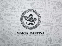 Logo monochrome noir de Maria Cantina incrusté sur un mur en brique blanc, avec différents motifs mexicains incrustés autour de ce dernier en opacité réduite