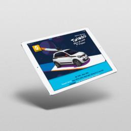 iPad flottant de 3/4 sur fond gris clair avec intégration d'un visuel de la nouvelle Renault Twingo de 2014